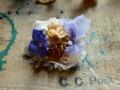 布花とアメ色フラワーブローチ・ラベンダー
