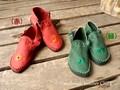 夏にも秋にもサンダル革靴・赤/緑