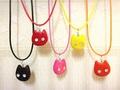 粘土猫の革紐ネックレス (にゃん雑貨)