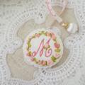 イニシャルM 完売:花刺繍のメジャーとピンクッションセット
