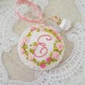 イニシャル E  : 花刺繍のメジャーとピンクッションセット