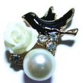 パール&ストーンモチーフ完成品(黒 小鳥と白バラ)