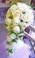 生花純白ローズの華やかキュートなモコモコキャスケード&ブートニア
