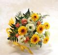 黄色いガーベラの花束