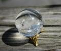 レインボー入り天然水晶 32ミリ丸玉A(台座付)