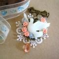 小鳥とお花のブローチ