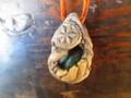 つつむ木彫りネックレス