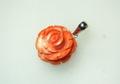 桃サンゴ 丸いバラのペンダント