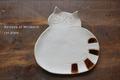 振り向き猫皿