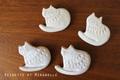陶器の猫ブローチ