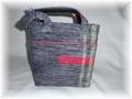 売り切れ・裂き織り。ポイントの赤が可愛いバッグ