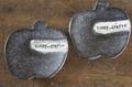 sunny:りんごの箸置き(黒マット)