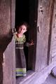 「戸口の少女」