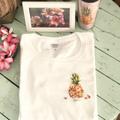 予約申込【YUKI BOARD WORKS】パイナップルプルメリアのデザインTシャツ・胸プリント版(Plumeria Clubとのコラボ企画)