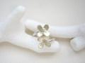 指にお花が咲いたような フラワーリング サイズ調節可能 13~15号