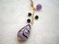 シックな紫のハンドペイントビーズとアメジストの帯飾り オニキス