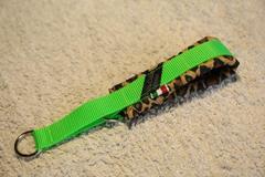 ハーフチョーク豹柄ネオングリーン