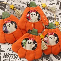 【SOLD OUT】おばけのぶーぶーちゃんとかぼちゃ小屋キーホルダー(赤・ピンク)