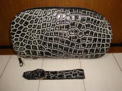 クロコダイル革(ビーンズ ハンドポーチ)スモールワニ使用品、ハンドストラップ付き