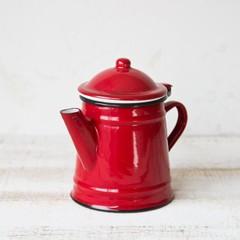 赤い小さなコーヒーポット