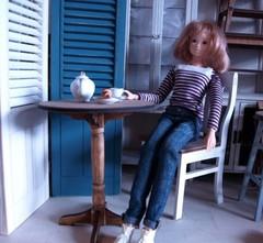 ラウンドカフェテーブル(ロクロ脚)