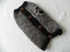 パウ柄のセーター「黒×淡グレー」