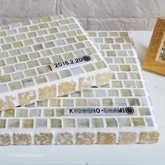 T様オーダー品 ガラスモザイクタイルとナチュラルストーンのディスプレイトレイ(小物置き)オーダーロゴプレート付(大)(中)
