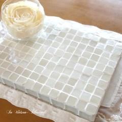 F様オーダー品 白いガラスモザイクタイルのディスプレイトレイ