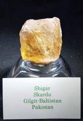 インペリアル・トパーズ原石29,1G(145,5CT)シャンパンゴールド、宝石質(パキスタン・バロシチタン産)