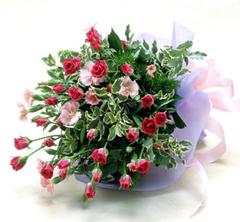 ピンク系のスプレーバラの花束