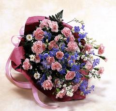 ピンクとブルーの花束