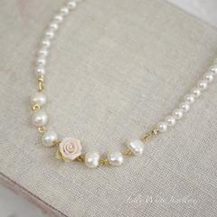 Laura*ピンクのバラと淡水パールのネックレス