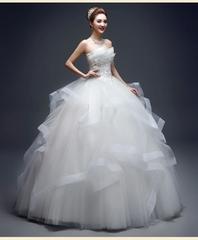 フリルふんわりウエディングドレス