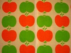 オレンジとみどりのりんご