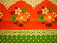 水玉とオレンジのお花