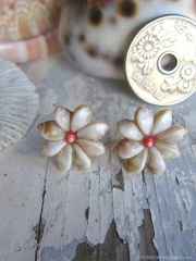 Zakuro Shell Flower pin pierce No,12