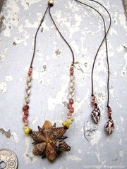 Pine cricket Shell Flower Top kahelelani & Zakuro Necklace