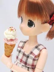 ミニチュア アイス(2段バニラ苺)