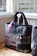 ウールのパッチワークのバッグ完成品