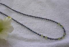 ≪8月の誕生石≫淡水グレーパールとペリドットネックレス