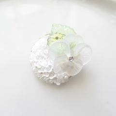 花皿ブローチ・白スミレ