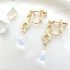 white chandelier・ムーンクォーツ