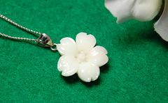 白サンゴ さくらの花のペンダントS