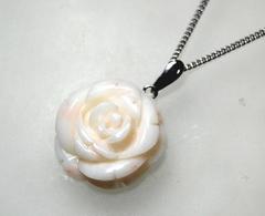 白サンゴ 大きなバラのペンダントS1032