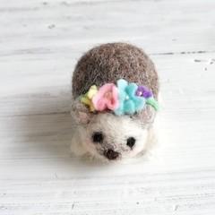★受注制作★羊毛ハリネズミのお花のテイアラ・ピンクッション