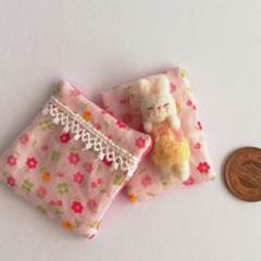 羊毛赤ちゃんとお布団セット(うさぎ/小花の布団 )