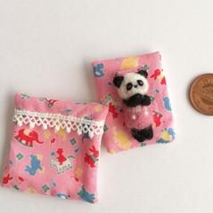 羊毛赤ちゃんとお布団セット(パンダ/おもちゃ柄の布団 )