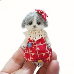 羊毛犬人形(グレーぶち・赤い服)
