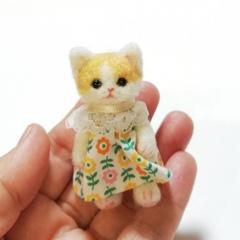 羊毛猫人形(茶ぶち猫*レトロ花柄服)