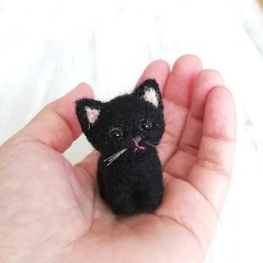 黒猫お座り*スモール子猫